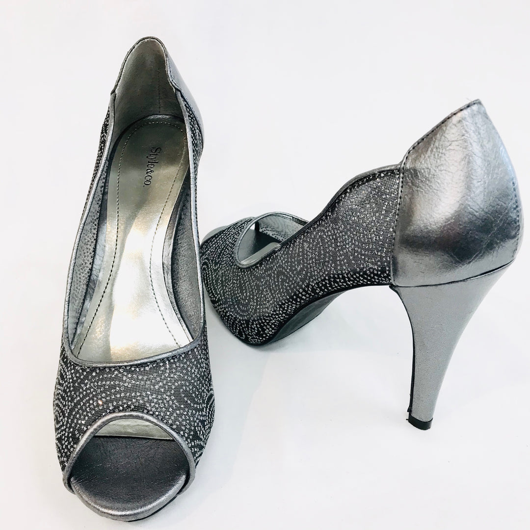 Photo #1 - <P>BRAND: STYLE AND COMPANY <BR>STYLE: PEEP TOE HIGH HEELS<BR>COLOR: SPARKLES <BR>SIZE: 8.5 <BR>SKU: 262-26211-137263</P> <P>- AS IS - </P>