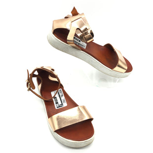 Primary Photo - BRAND: MIA STYLE: SANDALS FLAT COLOR: METALLIC SIZE: 8.5 SKU: 262-26241-42692IN GOOF SHAPE AND CONDITION
