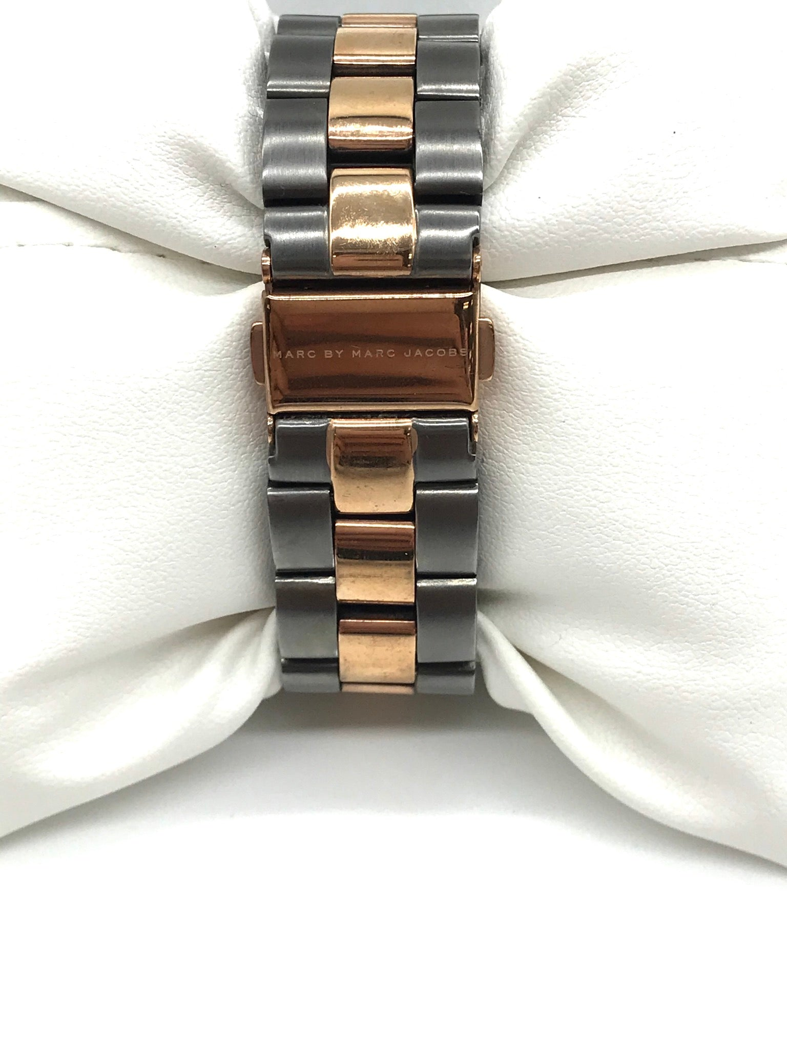 Photo #1 - BRAND: MARC BY MARC JACOBS <BR>STYLE: WATCH <BR>COLOR: GREY <BR>SIZE: XS <BR>SKU: 262-26211-139465<BR>FITS XS WRIST AROUND 5.5 IN DIAMETER • BATTERY NEEDED • AS IS<BR>DESIGNER BRAND - FINAL SALE