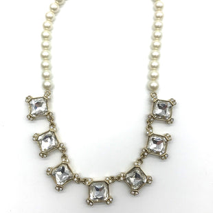 "Primary Photo - BRAND: ANN TAYLOR LOFT STYLE: NECKLACE COLOR: PEARL SKU: 262-262101-1430APPROX. 16""."
