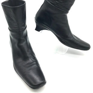 Primary Photo - BRAND: STUART WEITZMAN STYLE: BOOTS ANKLE COLOR: BLACK SIZE: 8 SKU: 262-26275-71281GENTLE WEAR - AS IS