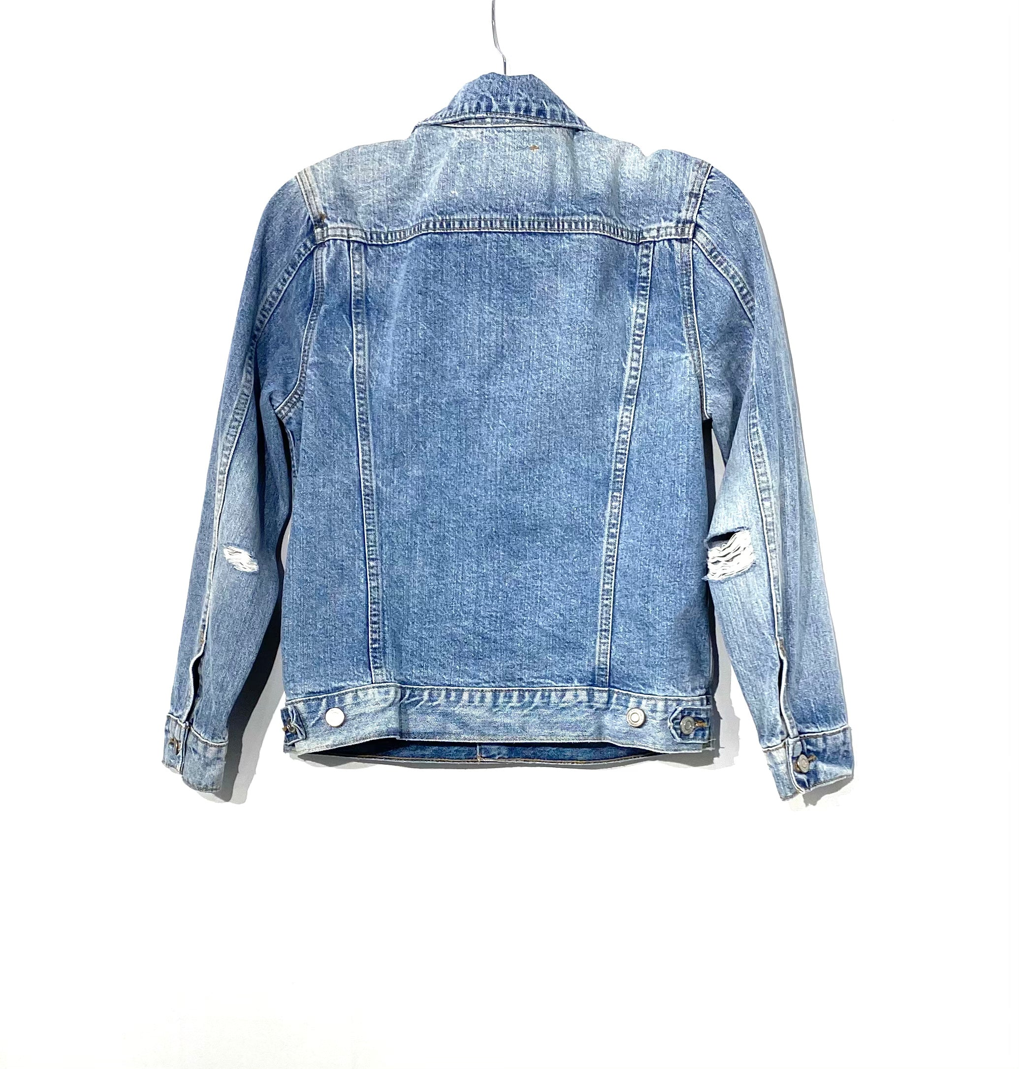 Photo #1 - <P>BRAND: LUCKY BRAND <BR>STYLE: JACKET OUTDOOR <BR>COLOR: DENIM <BR>SIZE: M <BR>SKU: 262-26275-70941<BR>DISTRESSED STYLE</P> <P>NEW WITH TAG</P>