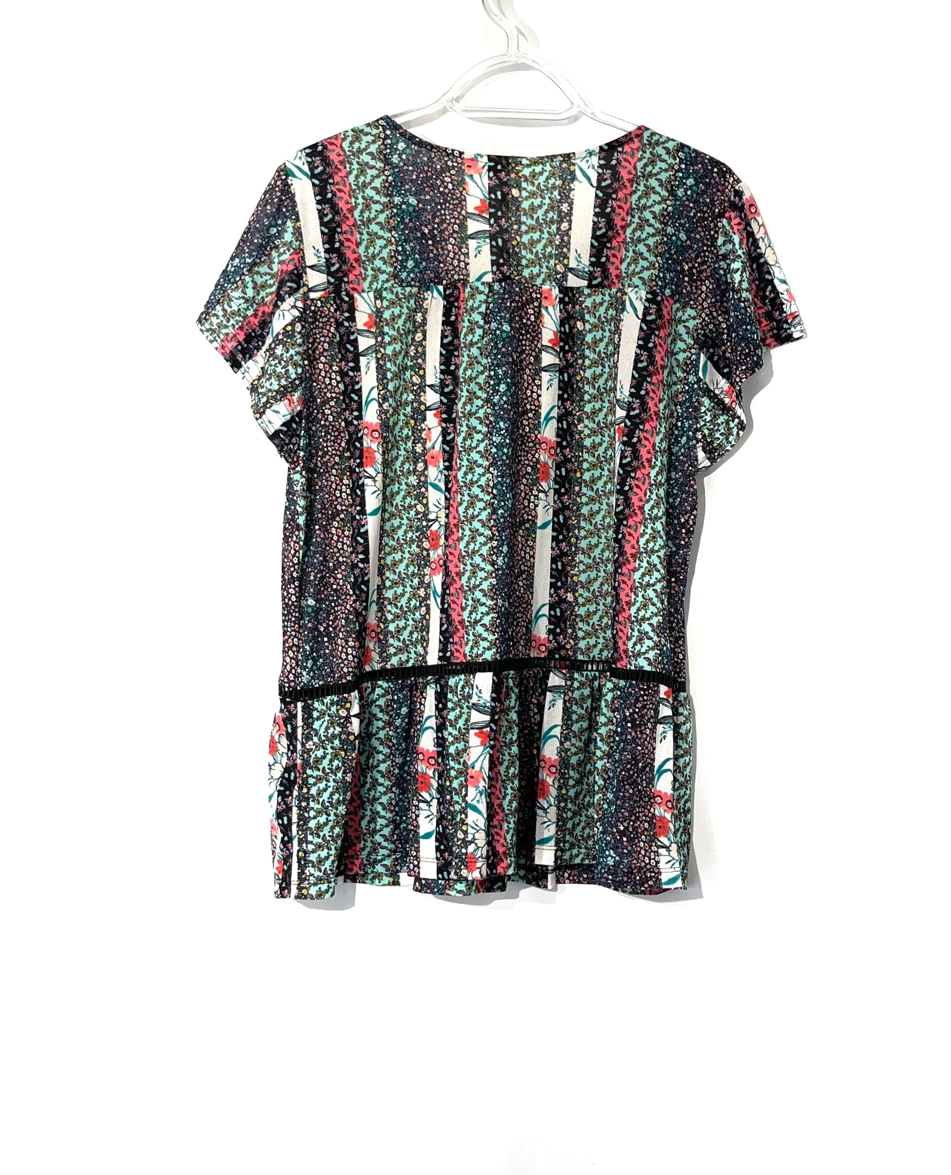 Photo #1 - BRAND: STYLE AND COMPANY <BR>STYLE: BLOUSE SHORT SLEEVE <BR>COLOR: STRIPED <BR>SIZE: M <BR>SKU: 262-26241-40980