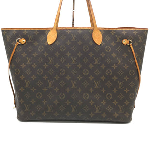 "Primary Photo - BRAND: LOUIS VUITTON STYLE: NEVERFULL GMCOLOR: MONOGRAM SIZE: LARGE 15.7""L X 13""H X 7.9""WSKU: 262-26275-71196DATE CODED 2018 • BEIGE INTERIOR, FLAT INSIDE POCKET HAS SOME VISIBLE TEAR ON THE INTERIOR GLOSS LINING, GENTLE WEAR ON CORNERS, SLIGHT SPOTS ON THE INTERIOR LINING, DISCOLORATION ON LEATHER HANDLE AND OPENING TRIMS • HAVE SMOKE ODOR • DOES NOT COME WITH REMOVABLE ZIPPED POUCH AND DUST BAG • OVERALL IN GOOD SHAPE AND CONDITION •."