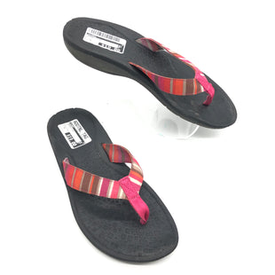 Primary Photo - BRAND: CLARKS STYLE: SANDALS FLAT COLOR: MULTI SIZE: 9 SKU: 262-262101-782IN GOOD SHAPE AND CONDITION