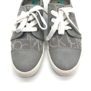 Primary Photo - BRAND: CALVIN KLEIN STYLE: SHOES FLATS COLOR: GREY WHITE SIZE: 5.5 SKU: 262-26241-41681AS IS