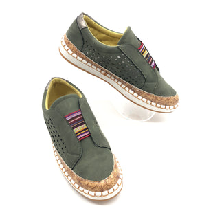 Primary Photo - BRAND:    CLOTHES MENTOR STYLE: SHOES ATHLETIC COLOR: OLIVE SIZE: 7 SKU: 262-26275-73459AS IS