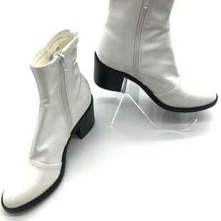 Primary Photo - BRAND: STEVE MADDEN STYLE: BOOTS ANKLE COLOR: WHITE BLACK SIZE: 5.5MSKU: 262-26275-76520