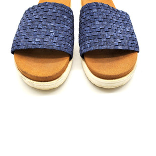 Primary Photo - BRAND: BERNIE MEV STYLE: SANDALS FLAT COLOR: NAVY SIZE: 40/9 SKU: 262-26275-63173AS IS