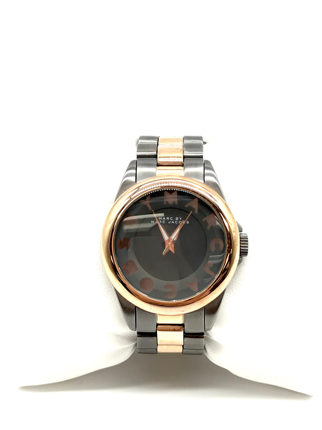 Primary Photo - BRAND: MARC BY MARC JACOBS <BR>STYLE: WATCH <BR>COLOR: GREY <BR>SIZE: XS <BR>SKU: 262-26211-139465<BR>FITS XS WRIST AROUND 5.5 IN DIAMETER • BATTERY NEEDED • AS IS<BR>DESIGNER BRAND - FINAL SALE