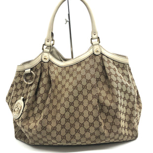 "Primary Photo - BRAND: GUCCI LARGE SUKEY BAG STYLE: HANDBAG DESIGNER COLOR: TAN SIZE: LARGE SKU: 262-26211-141870AS IS WEAR SHOWS- CRACKS, WEAR ON CORNER, HANDLES AND INSIDE WEAR APPROX 15"" X 16""X 3.5 HANDLE DROP 8""DESIGNER BRAND FINAL SALE"