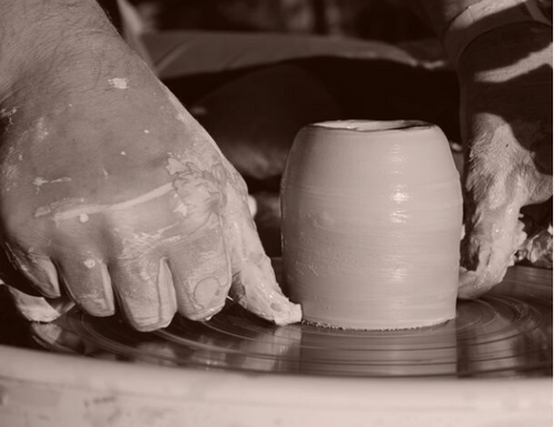 Cutting pottery off wheel