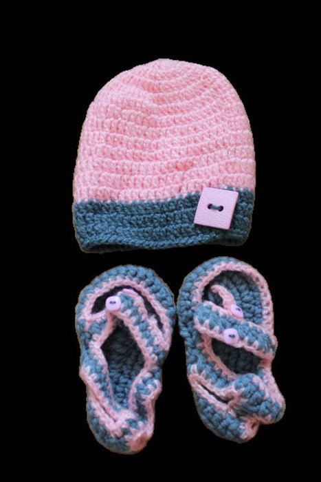 Woolen Cap With Booties