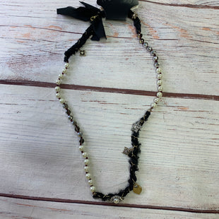 Primary Photo - BRAND:    CHLOE AND ISOBELSTYLE: NECKLACE COLOR: BLACK OTHER INFO: CHLOE AND ISOBEL - GOLD BLACK FLOWERS SKU: 257-25797-1095