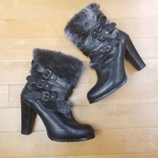 Primary Photo - BRAND: STUART WEITZMAN STYLE: BOOTS ANKLE COLOR: BLACK SIZE: 8 OTHER INFO: FUR LEATHER SKU: 257-25748-3591