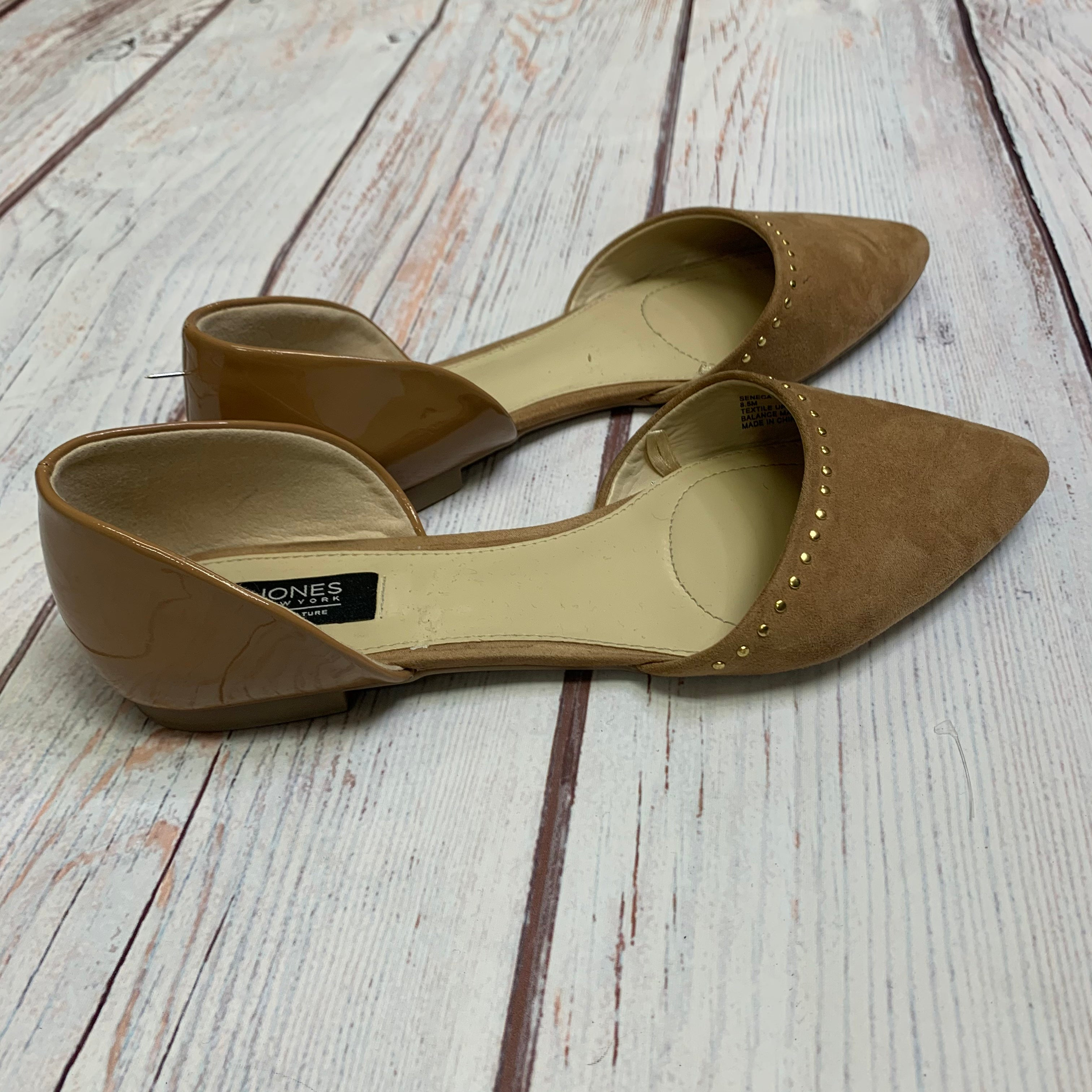 Shoes Flats By Jones New York  Size: 8.5 - BRAND: JONES NEW YORK <BR>STYLE: SHOES FLATS <BR>COLOR: TAN <BR>SIZE: 8.5 <BR>OTHER INFO: PEN MARK NOTED IN PRICE <BR>SKU: 257-257100-1022