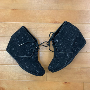 Boots Ankle By Toms  Size: 8 - BRAND: TOMS STYLE: BOOTS ANKLE COLOR: BLACK WHITE SIZE: 8 SKU: 257-25774-16002