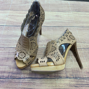 Primary Photo - BRAND: CARLOS SANTANA STYLE: SHOES HIGH HEEL COLOR: CAMEL SIZE: 7 SKU: 257-257153-100
