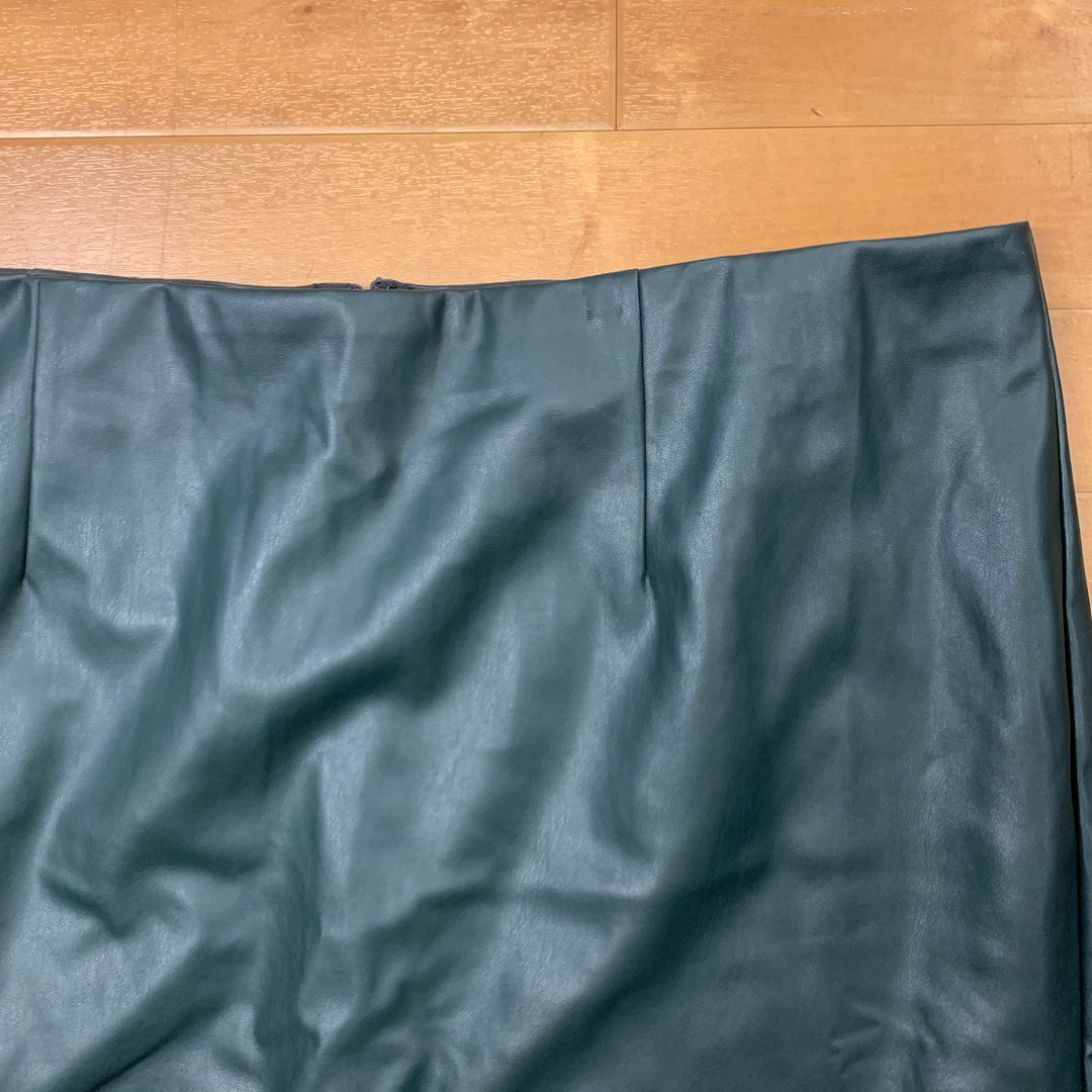 Skirt By Eloquii  Size: 22 - BRAND: ELOQUII <BR>STYLE: SKIRT <BR>COLOR: GREEN <BR>SIZE: 22 <BR>OTHER INFO: NEW! <BR>SKU: 257-257194-44