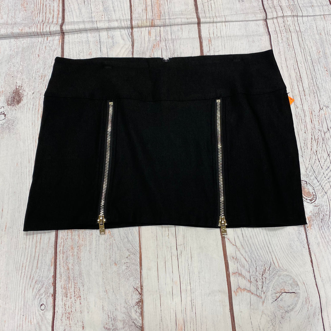 Primary Photo - BRAND:    CLOTHES MENTOR <BR>STYLE: SKIRT <BR>COLOR: BLACK <BR>SIZE: 1X <BR>OTHER INFO: CURRENT MOOD - ZIPPER DESIGN <BR>SKU: 257-25797-113