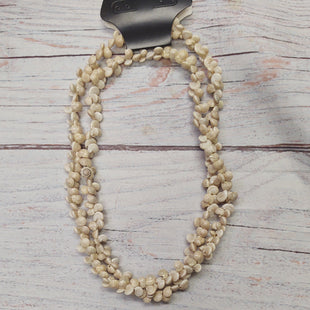 Primary Photo - BRAND:    CLOTHES MENTOR STYLE: NECKLACE COLOR: SAND OTHER INFO: SHELL NECKLACE SKU: 257-257101-173
