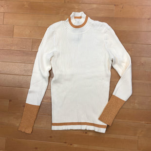 Sweater Lightweight By Nine West  Size: Xxl - BRAND: NINE WEST STYLE: SWEATER LIGHTWEIGHT COLOR: CREAM SIZE: XXL OTHER INFO: GOLD TRIM SKU: 257-257183-2179