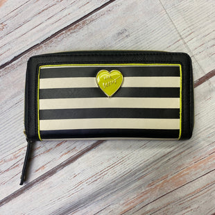 Primary Photo - BRAND: BETSEYVILLE STYLE: WALLET COLOR: BLACK WHITE SIZE: LARGE SKU: 257-25748-7525