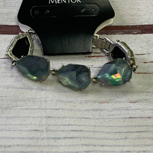 Primary Photo - BRAND:    CHLOE AND ISOBELSTYLE: BRACELET COLOR: GREEN OTHER INFO: CHLOE AND ISOBEL - LARGE GEMS SILVER SKU: 257-25797-1093