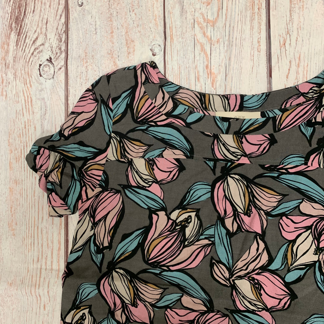 Top Short Sleeve By Ann Taylor Loft  Size: S - BRAND: ANN TAYLOR LOFT <BR>STYLE: TOP SHORT SLEEVE <BR>COLOR: FLORAL <BR>SIZE: S <BR>OTHER INFO: GREY PINK BLUE <BR>SKU: 178-178150-686