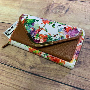 Primary Photo - BRAND:  CME STYLE: WALLET COLOR: WHITE SIZE: MEDIUM OTHER INFO: FLORAL PATTERN WITH TAN ACCENTS SKU: 257-257103-519