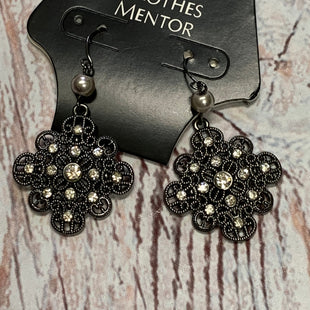 Primary Photo - BRAND:    CLOTHES MENTOR STYLE: EARRINGS COLOR: PEWTER OTHER INFO: FLOWER WITH CRYSTAL AND PEARL SKU: 257-25758-341