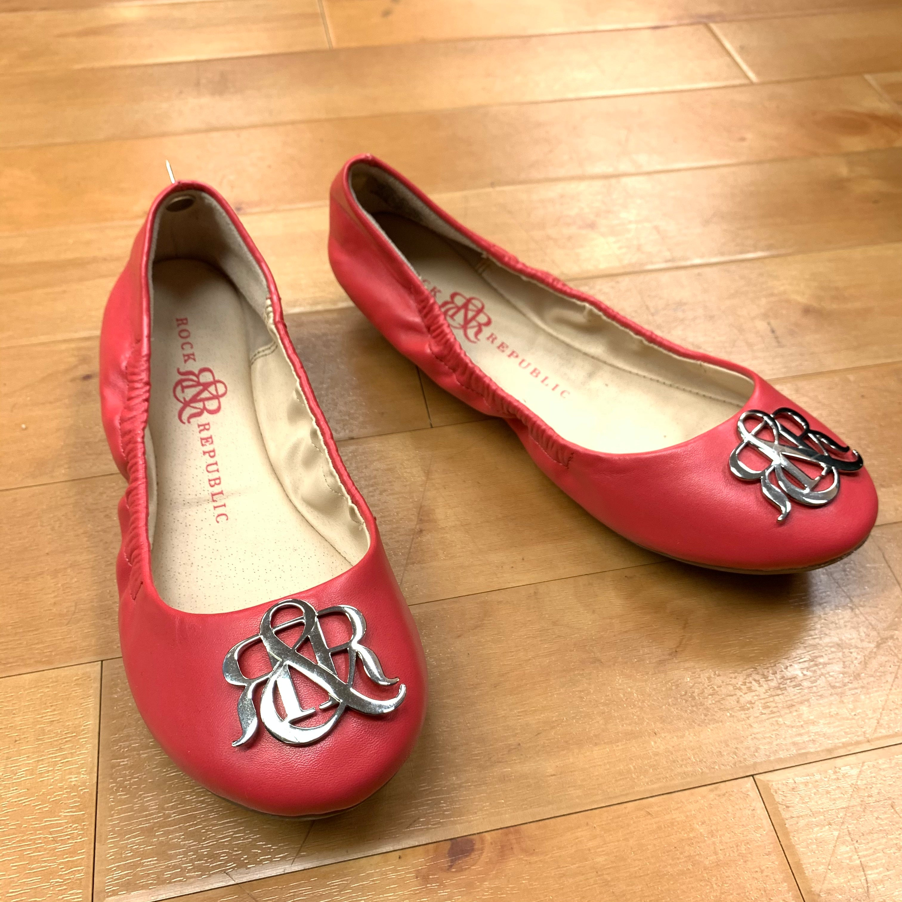 Primary Photo - BRAND: ROCK AND REPUBLIC <BR>STYLE: SHOES FLATS <BR>COLOR: CORAL <BR>SIZE: 6.5 <BR>OTHER INFO: W/SILVER MONOGRAM <BR>SKU: 257-257180-947