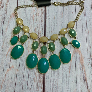 Primary Photo - BRAND:    CLOTHES MENTOR STYLE: NECKLACE COLOR: AQUAMARINE OTHER INFO: W/GREEN/YELLOW AS IS SKU: 257-257100-1924