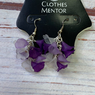 Primary Photo - BRAND:    CLOTHES MENTOR STYLE: EARRINGS SKU: 257-25748-8509