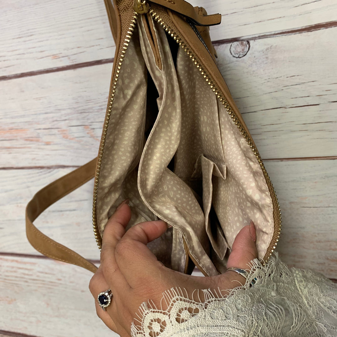Handbag Leather By Altard State  Size: Medium - BRAND: ALTARD STATE <BR>STYLE: HANDBAG LEATHER <BR>COLOR: TAN <BR>SIZE: MEDIUM <BR>OTHER INFO: XBODY <BR>SKU: 257-257100-1005