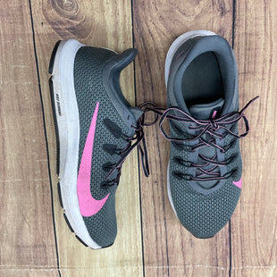 Shoes Athletic By Nike  Size: 7.5 - BRAND: NIKE STYLE: SHOES ATHLETIC COLOR: GREY SIZE: 7.5 OTHER INFO: PURPLE SKU: 257-257100-830