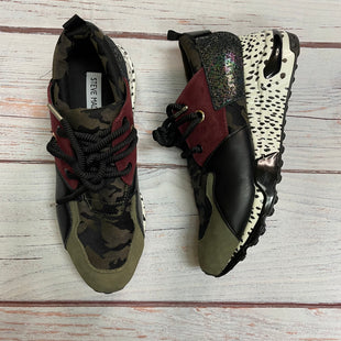 Shoes Athletic By Steve Madden  Size: 8.5 - BRAND: STEVE MADDEN STYLE: SHOES ATHLETIC COLOR: MULTI SIZE: 8.5 OTHER INFO: WT/BLK/CAMO/BURGUNDY SKU: 257-257100-1021