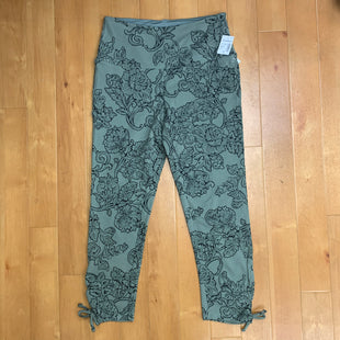 Primary Photo - BRAND: SUNDAY STYLE: ATHLETIC CAPRIS COLOR: FLORAL SIZE: S OTHER INFO: NEW! OLIVE GREEN/BLACK SKU: 257-257183-63