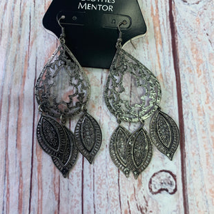 Primary Photo - BRAND:  CME STYLE: EARRINGS COLOR: GREY OTHER INFO: GREYLEAVESHANGING - SKU: 257-257198-211