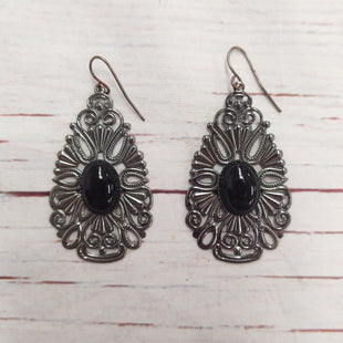 Primary Photo - BRAND:   STYLE: EARRINGS COLOR: SILVER OTHER INFO: BLACK OVAL CENTER SKU: 257-25797-1545