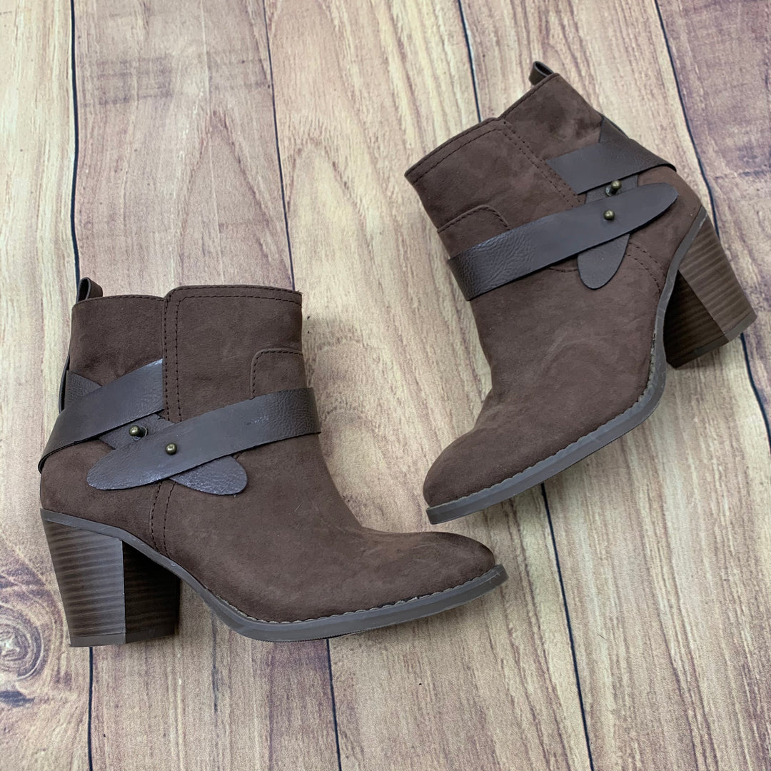 Primary Photo - BRAND: OLD NAVY <BR>STYLE: BOOTS ANKLE <BR>COLOR: BROWN <BR>SIZE: 8 <BR>OTHER INFO: LEATHER STRAPS <BR>SKU: 257-257100-110