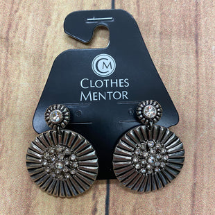 Primary Photo - BRAND:  CMF STYLE: EARRINGS COLOR: SILVER OTHER INFO: CIRCULAR FLOWERS SKU: 257-257103-1516