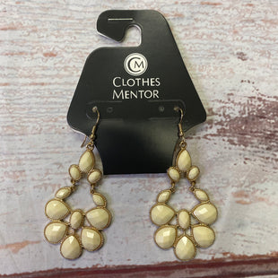 Primary Photo - BRAND:    CLOTHES MENTOR STYLE: EARRINGS COLOR: CREAM OTHER INFO: TEARDROP SHAPE SKU: 257-25797-953