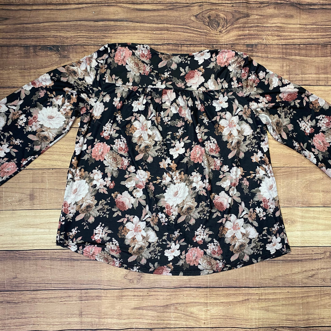 Photo #1 - BRAND: SUZANNE BETRO <BR>STYLE: TOP LONG SLEEVE <BR>COLOR: FLORAL <BR>SIZE: 2X <BR>SKU: 257-257194-580