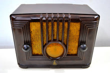Load image into Gallery viewer, Umber Brown Bakelite 1936 Emerson Model 126 AM Vacuum Tube Radio Golden Age of Radio Beauty!