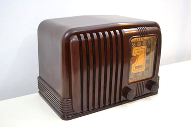Wondrous Walnut Brown Bakelite 1939 RCA Victor Model 45-X-11 AM Tube Radio Fine Looking Great Sounding!