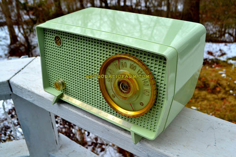 JULEP GREEN Mid Century Retro Vintage 1956 RCA Victor Model 6-X-7C AM Tube Radio Excellent Condition!