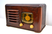 Load image into Gallery viewer, Mahogany Brown Wood 1941 Zenith Model 6D-525 AM Vacuum Tube Radio Super Performer! - [product_type} - Zenith - Retro Radio Farm