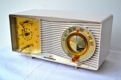 White Linen Beige 1963 Motorola Model C9P1-2 Tube AM Clock Radio Excellent Player! - [product_type} - Motorola - Retro Radio Farm