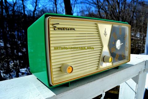 SHAMROCK GREEN 1956 Emerson Model 876B Tube AM Radio Mid Century Rare Color Sounds Great!